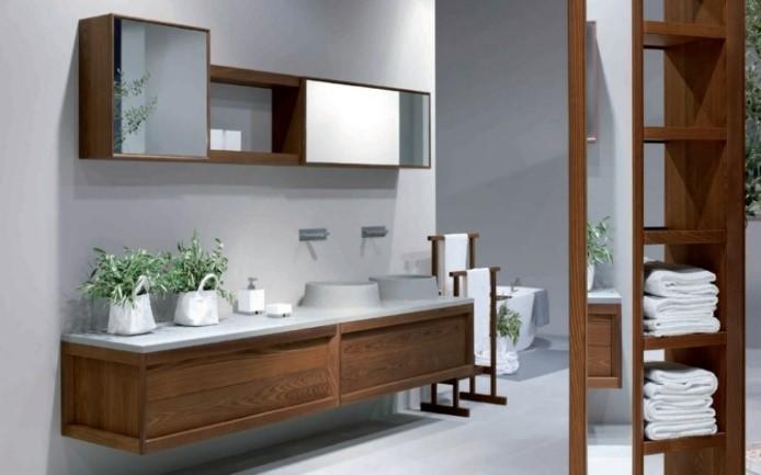 Acondicionar Baño Pequeno:Otra opción es optar por muebles alargados en forma de columnas , los