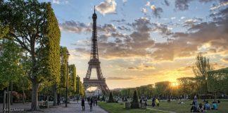 Vista Panorámica de la Torre Eiffel - Símbolo de la Ciudad de París : Ánh © Internet, cortesía de reTHINKing Architecture Competitions