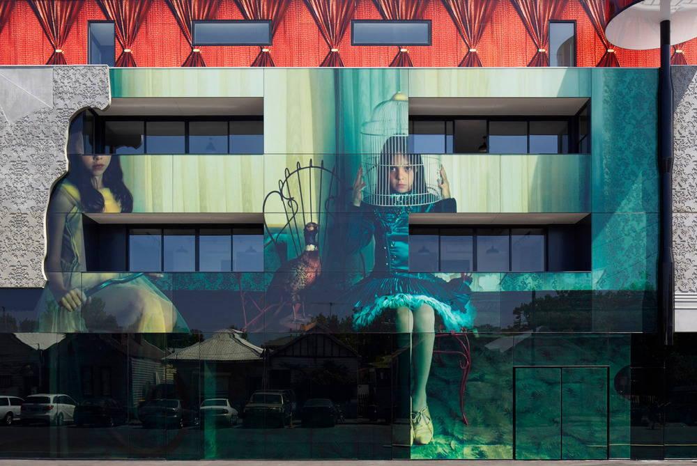 2 Girls Building by Kavellaris Urban Design - KUD : Photo credit © Peter Clarke