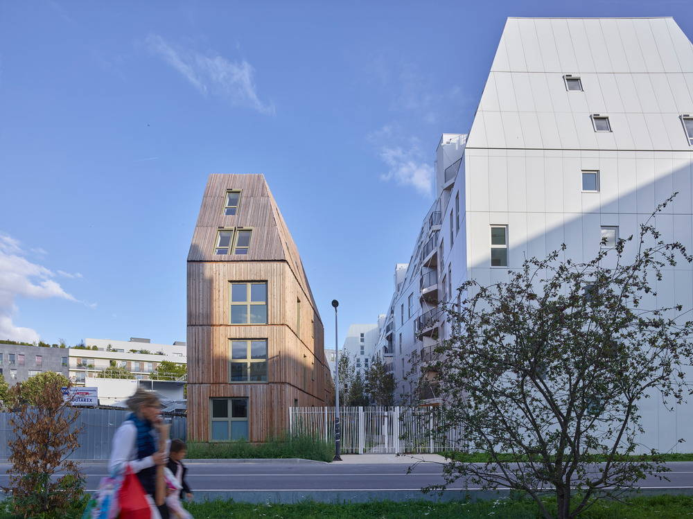 Macro Lot A5 Alleyway View from the Street by Tetrarc Architectes : Photo credit © Stéphane Chalmeau