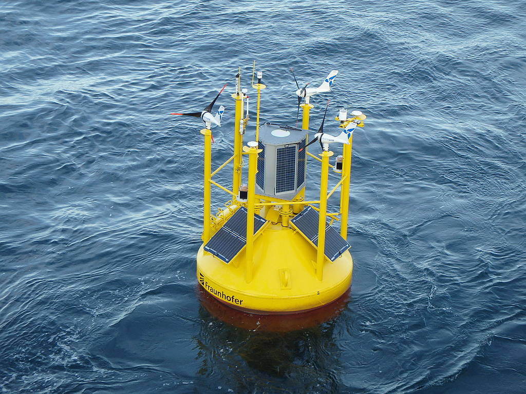 Offshore wind farms measuring buoy reduces costs : Photo © Fraunhofer IWES