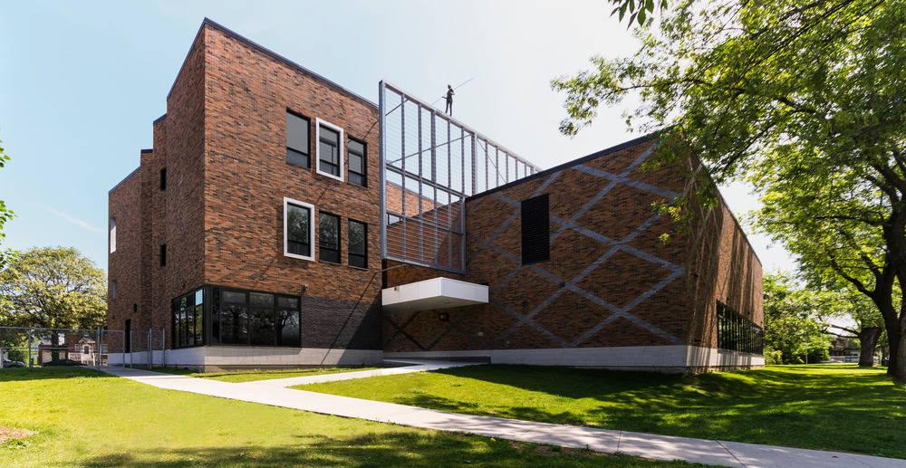 Barclay School Daycare service entrance by NFOE et associés architectes : Photo credit © Maxime Pion