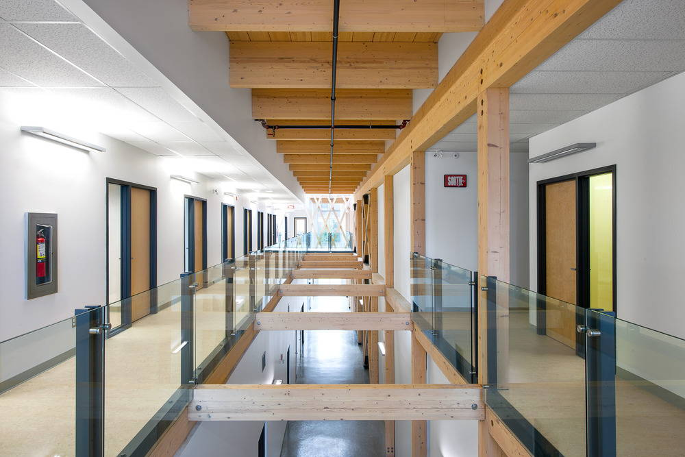 View of the atrium crossing the second floor space CTRI Building : Photo © Christian Perreault