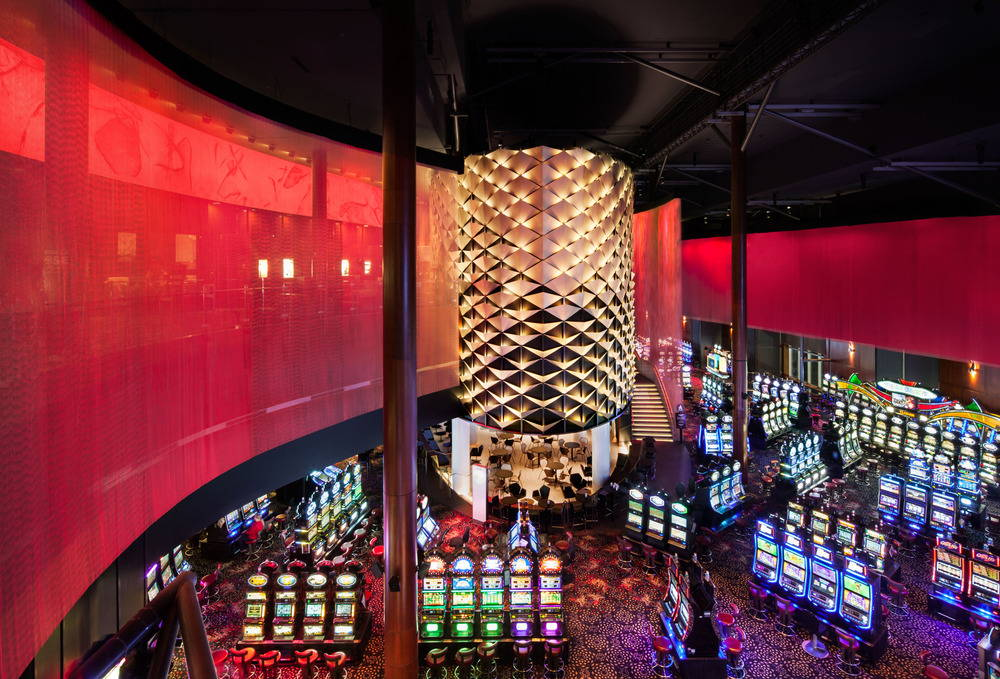 An immersive Lighting design for the Lac-Leamy Casino : Photo © Stéphane Brugger