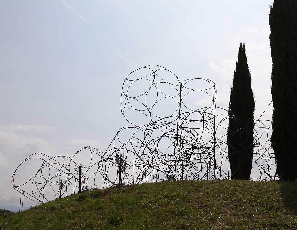 Yona Friedman: Space Chain construction at the Vigne Museum, Livio Felluga winery, Italy, 2014 : Photo © Jean Baptiste Decavele
