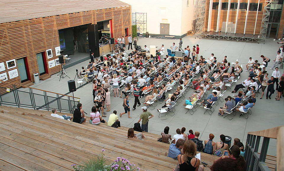 Strelka Institute Lecture at the Courtyard of the School : Photo © Strelka Institute