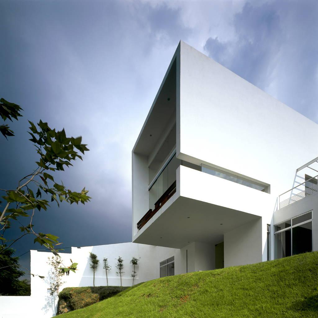 Casa Cubo Voladizo diseñada por Agraz Arquitectos : Fotografía © Mito Covarrubias