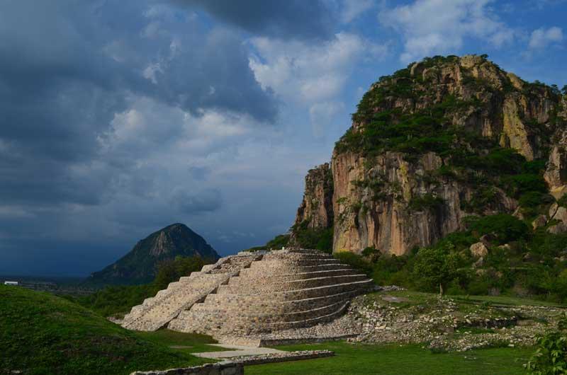 Zona Arqueológica de Chalcatzingo, Morelos : Foto Mauricio Marat, INAH