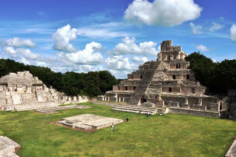 Zona Arqueológica de Edzná : Foto © Melitón Tapia, INAH