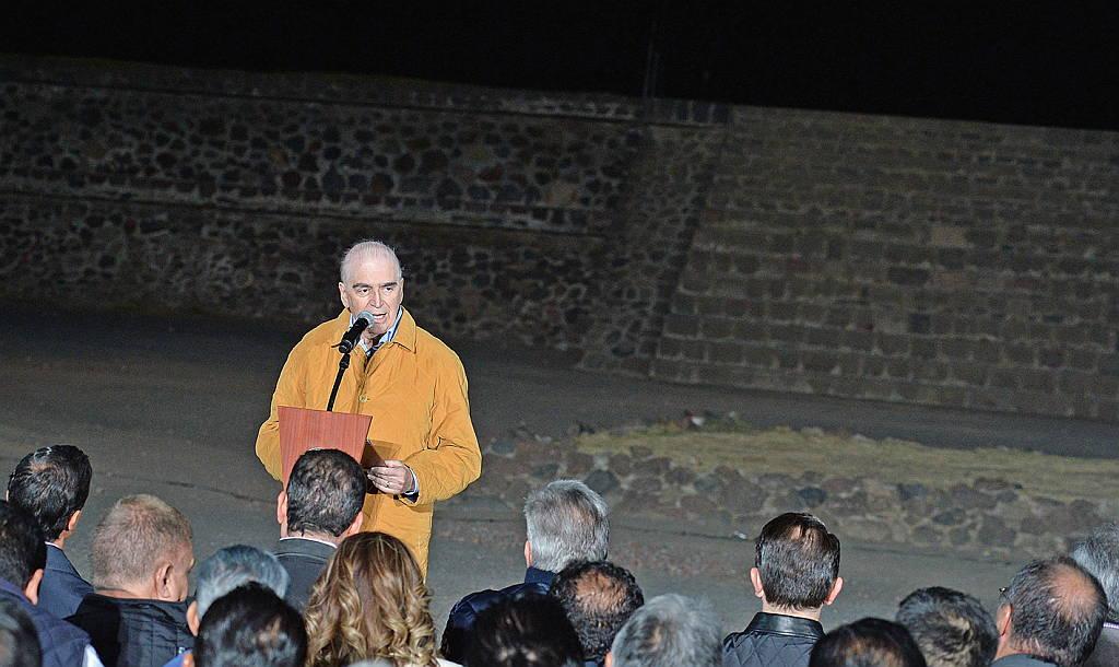 El Secretario de Cultura Rafael Tovar y de Teresa Inaugura el espectáculo audiovisual Experiencia Nocturna, en Teotihuacán : Fotografía © FSM / Secretaría de Cultura de México