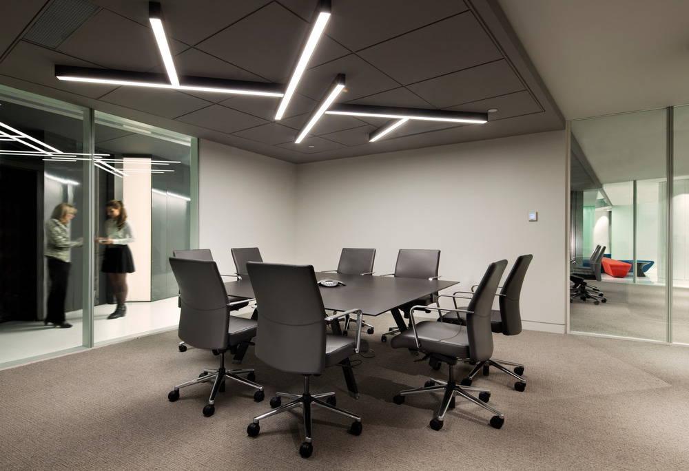 Pavilion Financial Corporation Conference Room : Photo credit © Claude-Simon Langlois