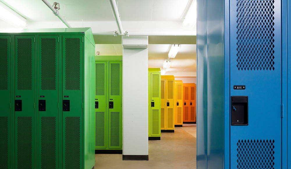 Sainte-Anne Academy Locker room : Photo credit © Maxime Brouillet