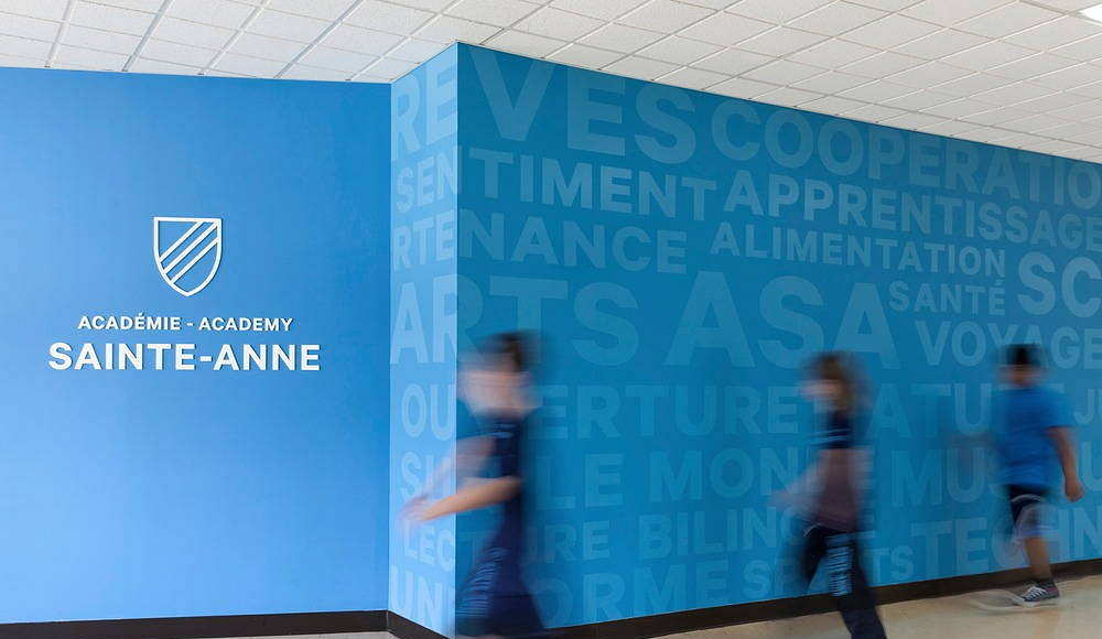 Sainte-Anne Academy Hallway & values wall : Photo credit © Maxime Brouillet