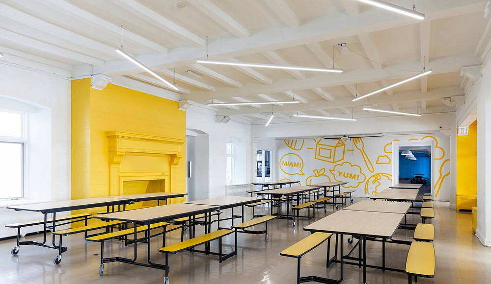 Sainte-Anne Academy Yellow cafeteria : Photo credit © Maxime Brouillet
