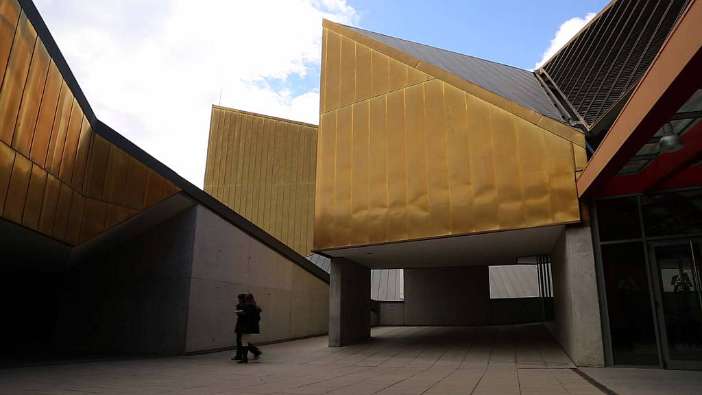 Atlàntida Performing Arts Centre (2004-2010) in Vic, by Josep Llinàs, Josep Llobet, Pedro Ayesta, Laia Vives : Photo © Isaki Lacuesta
