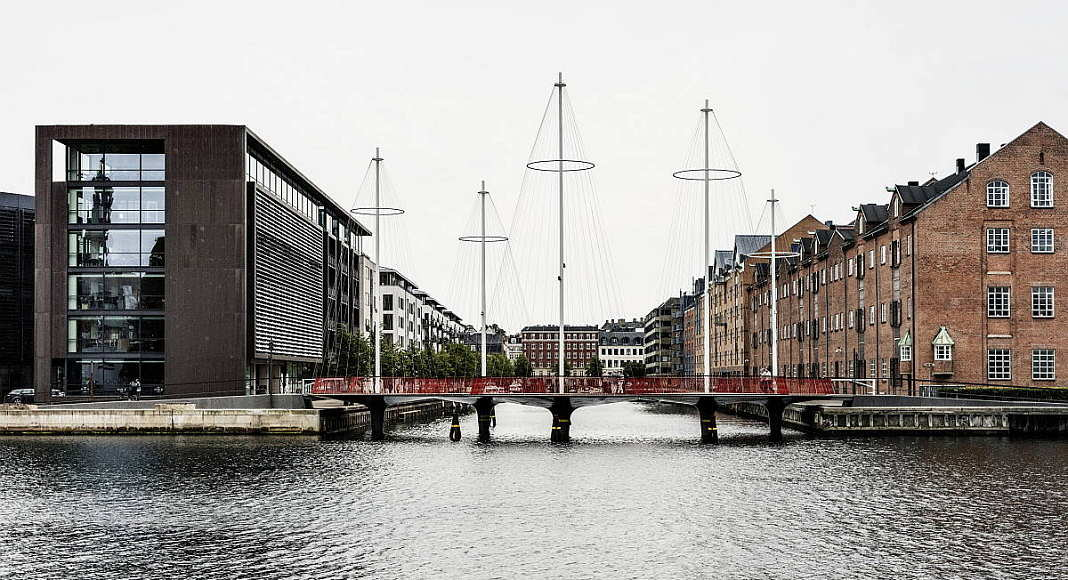 Olafur Eliasson Cirkelbroen, 2015 25 x 19.6 x 39.3 m Christianshavns Kanal, Copenhagen, 2015 : Photo: Anders Sune Berg, for Nordea-fonden A gift from Nordea-fonden to the city of Copenhagen © Olafur Eliasson