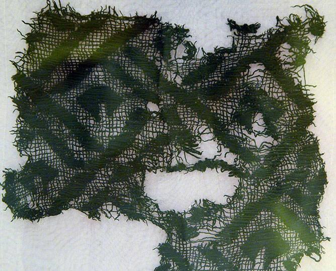 """Fragmento de textil. Exposición """"Mayas. El lenguaje de la belleza"""". Foto Héctor Montaño INAH"""