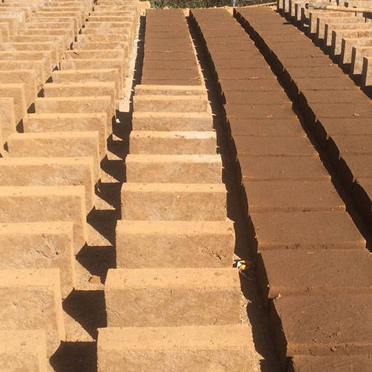 Ladrillos de adobe contemporáneo : Foto © Marlene Sámano INAH