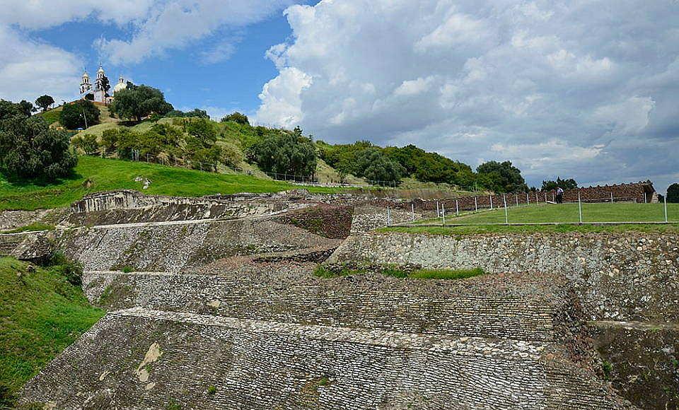 Zona Arqueológica de Cholula, Puebla : Foto © Manuel Curiel INAH