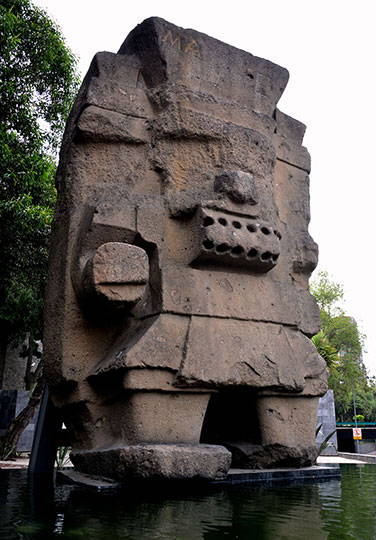 La figura está tallada en una roca silícea Foto © Melitón Tapia, INAH