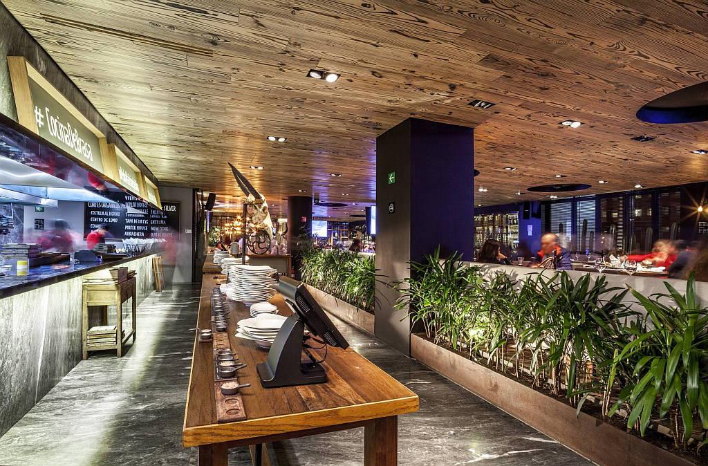 Sonora Grill Prime Monterrey por Pasquinel Studio : Fotografía © Arq. Paul Czitrom