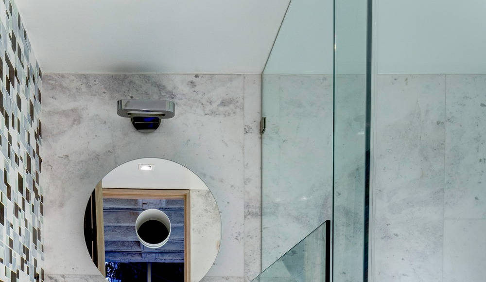 Baño del Departamento Hegel por ARQMOV Workshop : Photo credit © Rafael Gamo