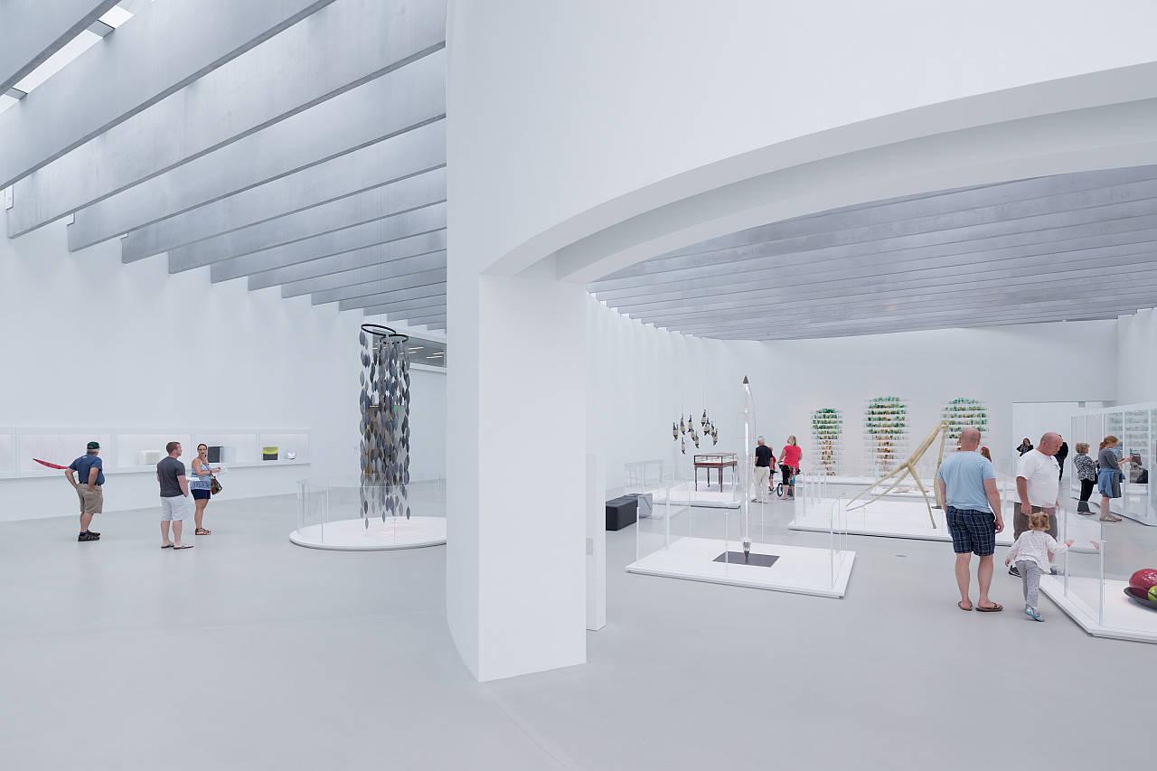 Vista de la Galería Nature y del Pasillo en la Sala de Arte y Diseño Contemporáneo : Photo © Iwan Baan