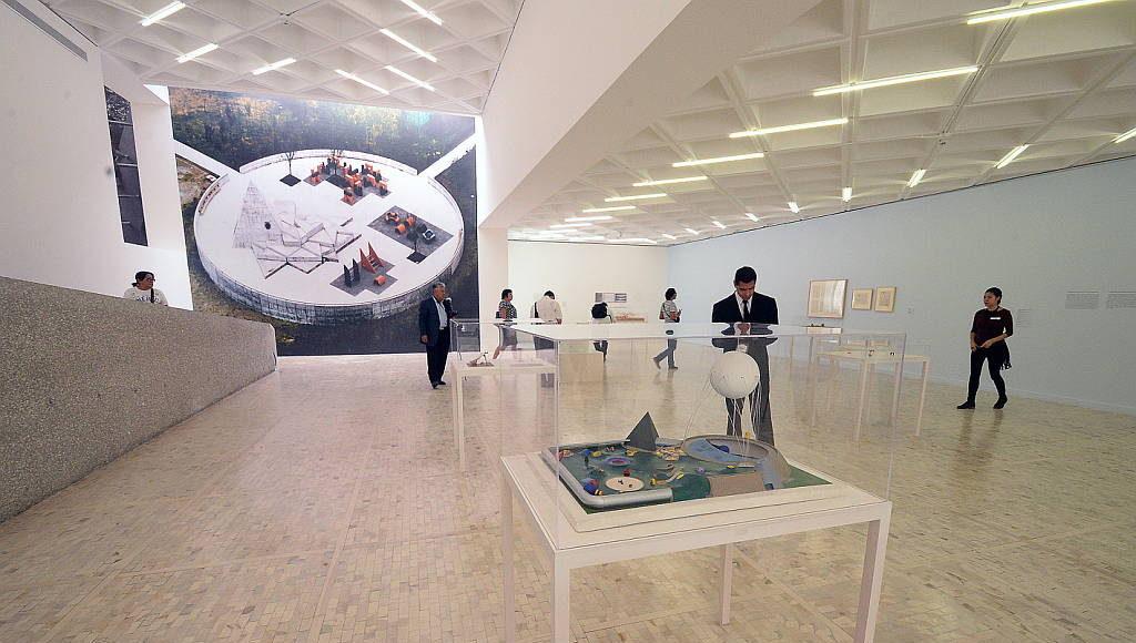 Maquetas, fotografías, bocetos y cuatro equipamientos de juego... : Fogtografía © FSM, cortesía de la Secretaría de Cultura de México