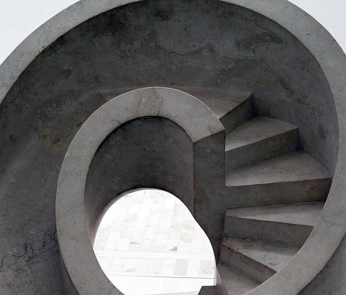 las esculturas de Noguchi representan intervenciones paisajísticas, siempre desde el punto de vista de la escultura y que esta es una exposición que presenta ?un conjunto de obras que no se había visto jamás aquí, ni en ninguna otra parte : Fogtografía © FSM, cortesía de la Secretaría de Cultura de México