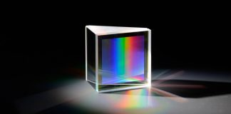 Directly bonded fused silica GRISM (Prism + Grating) with grating at the inner surface: Photo credit © Fraunhofer IAO