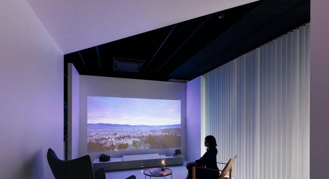 Interior (estancia y entretenimiento) : Photo credit © shuntaro (bird + insect)