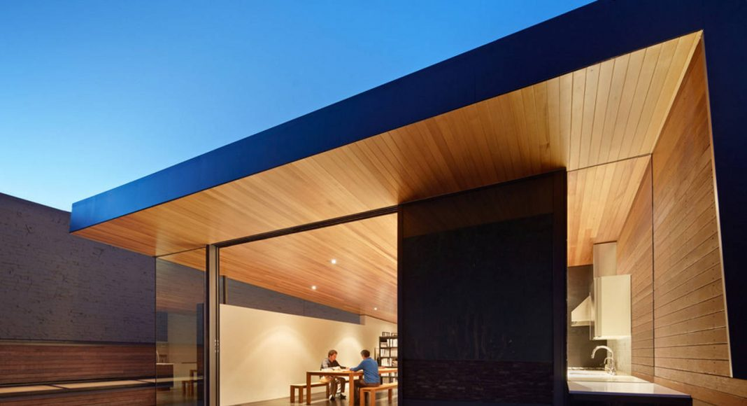 Hybrid Design upper floor addition by Terry & Terry Architecture : Photo © Bruce Damonte