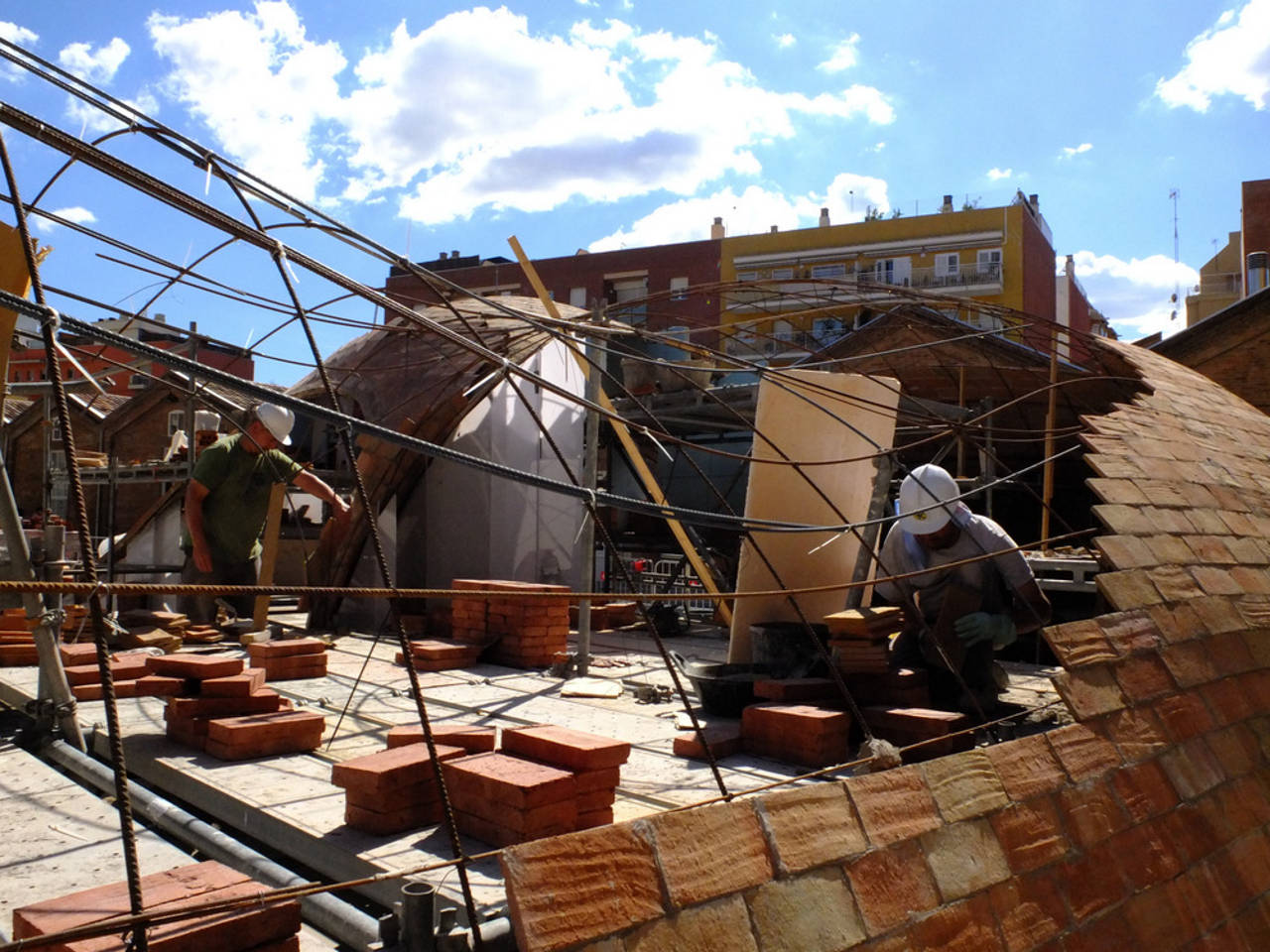 Construcción de Brick-topia : Photo credit © Manuel de Lózar y © Paula López Barba