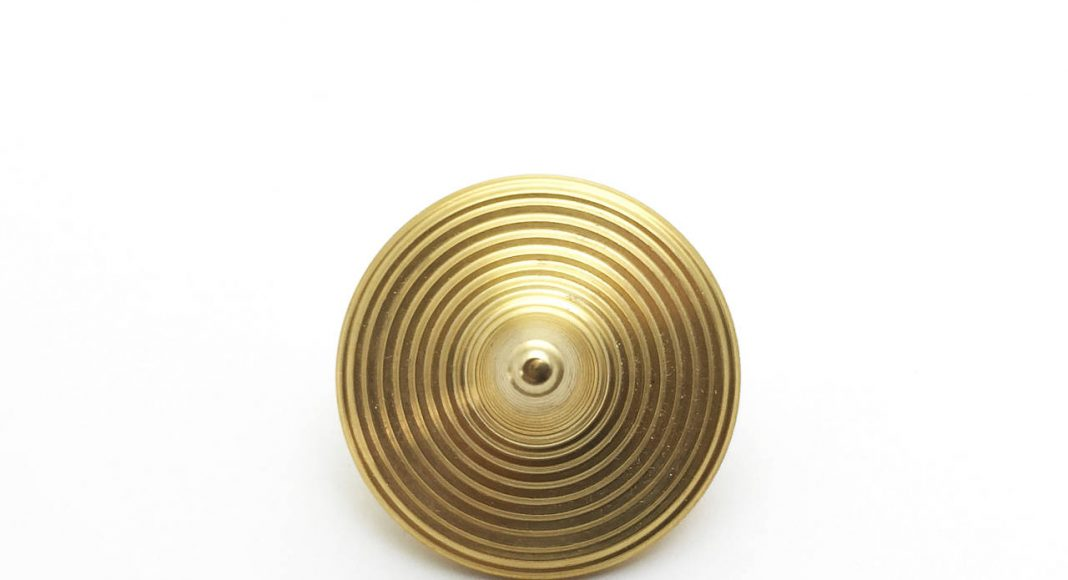 Zen Spinning Top - Brass : Photo © ENSSO
