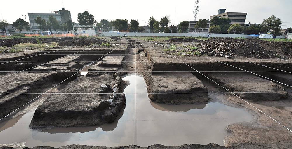 Excavación extensiva de chinampas y canales de la época prehispánica en el predio Lorenzo Boturini : Foto © Archivo del proyecto DSA-INAH