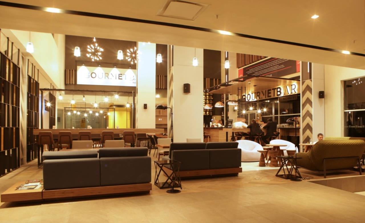 Hotel Novotel Valle diseñado por el despacho Trazo Entredos Arquitectos : Fotografía © Trazo Entredos Arquitectos, cortesía de © MASISA México