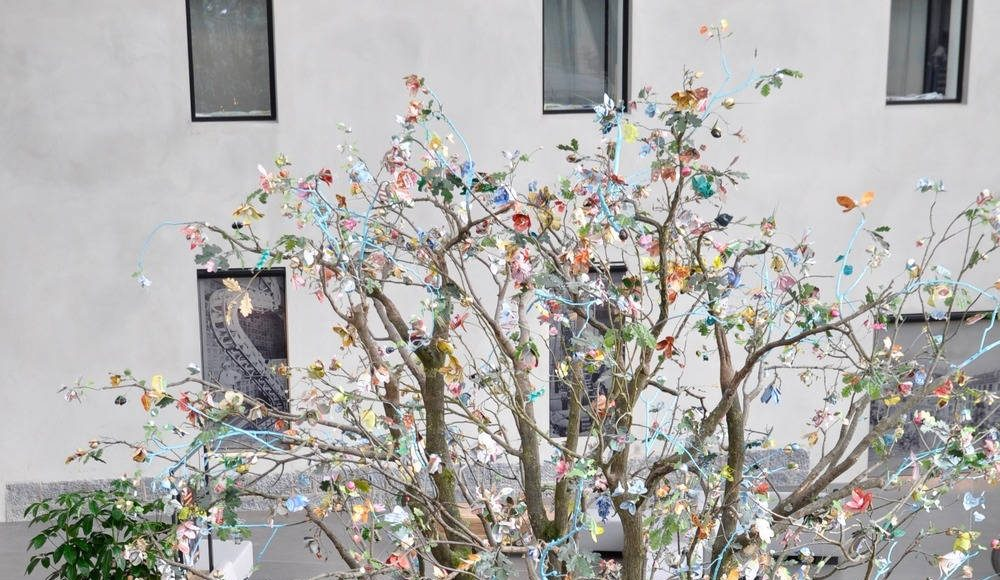 Life-size tree composed of 1200 handmade flowers : Photo credit © Tinker imagineers