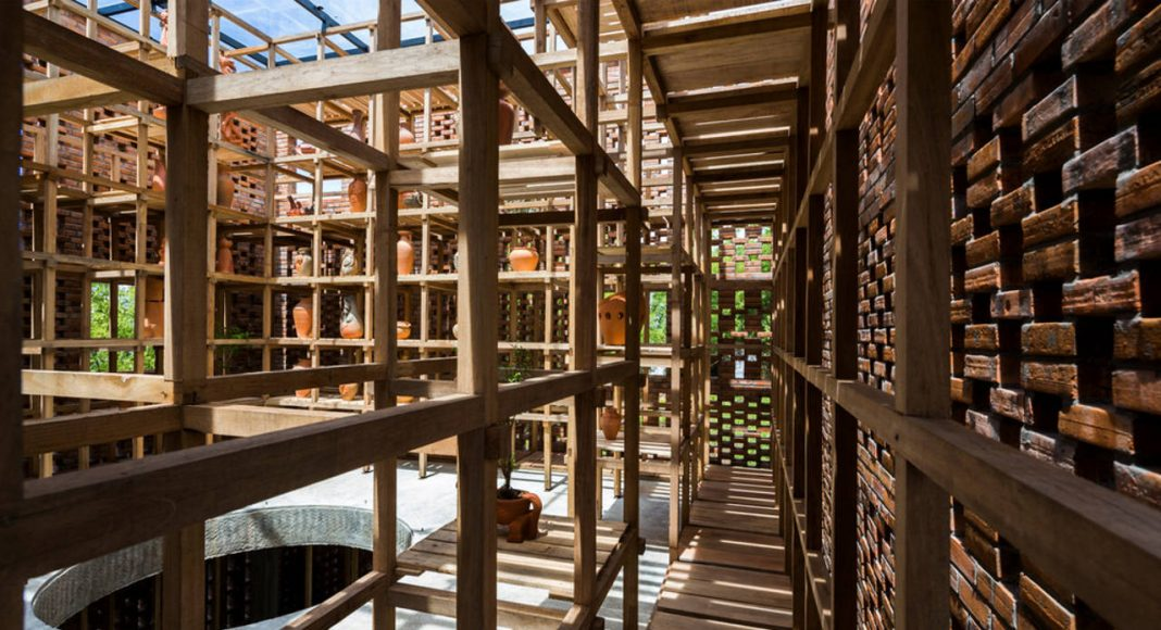 Terra Cotta Studio Hallways by Tropical Space : Photo credit © Hiroyuki Oki