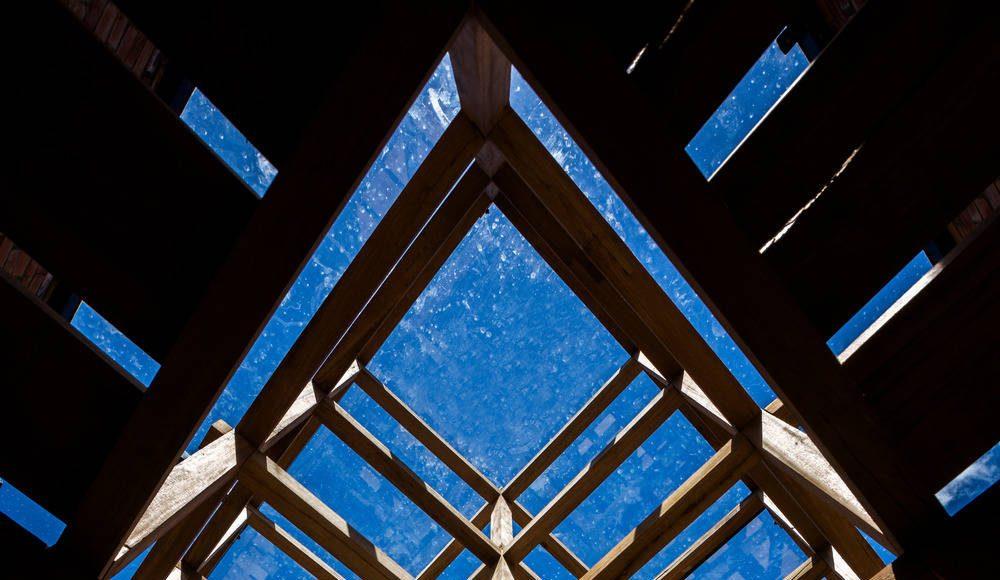 The 60-centimetre-square modules integrate shelves : Photo credit © Hiroyuki Oki