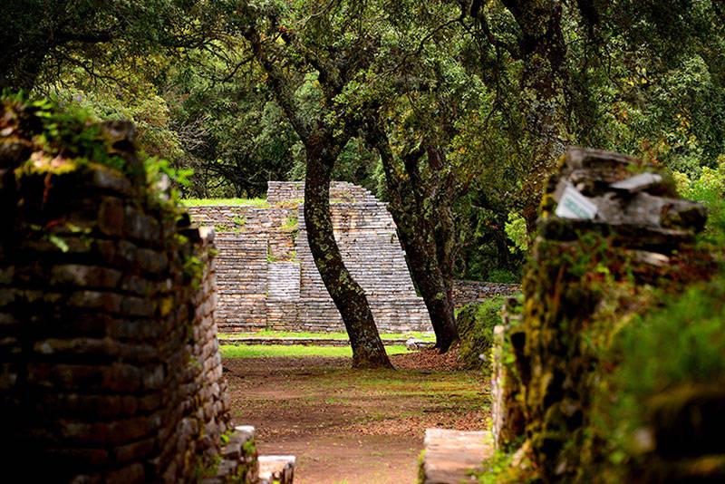 Zona Arqueológica de Toluquilla, Querétaro : Foto © Mauricio Marat INAH