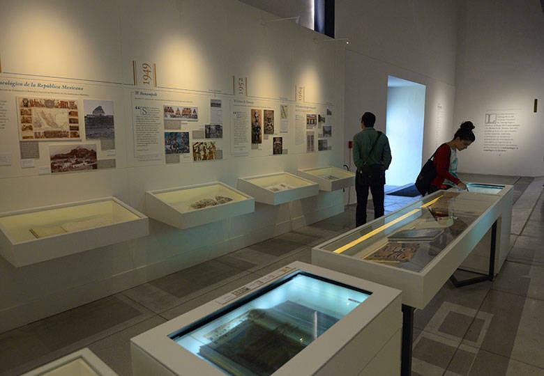 La exposición Memoria de México incluye las contribuciones editoriales del antiguo Museo Nacional : Foto © Héctor Montaño INAH