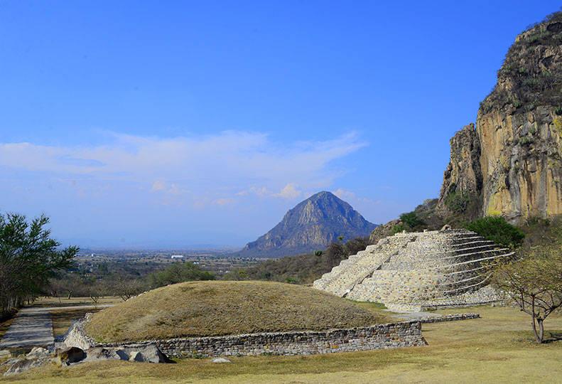 Zona Arqueológica de Chalcatzingo, Morelos : Foto © Héctor Montaño INAH