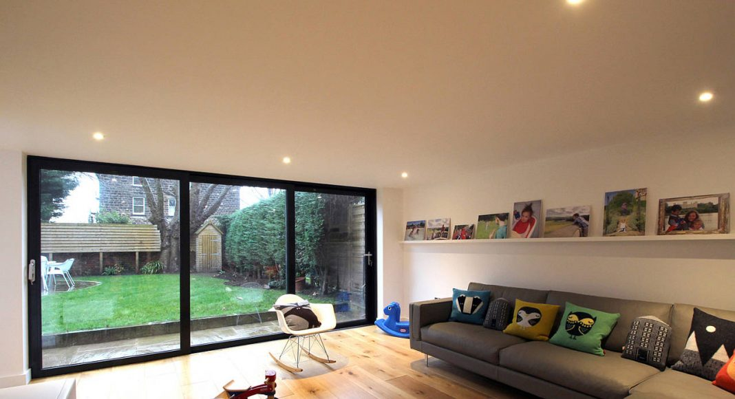 Contemporary Lean-to by Doma Architects in Harrogate, Yorkshire, England : Photo credit © Ruth Donnelly