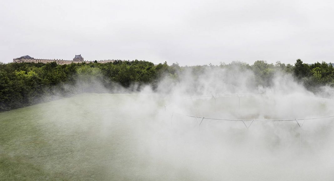 Olafur Eliasson. Fog Assembly, 2016. Steel, water, nozzles, pump system 45 m, ø 29m. Palace of Versailles, 2016. Photo: Anders Sune Berg. Couresty of the artist; neugerriemschneider, Barlin; Tanya Bonakdar Gallery, New York © Olafur Eliasson