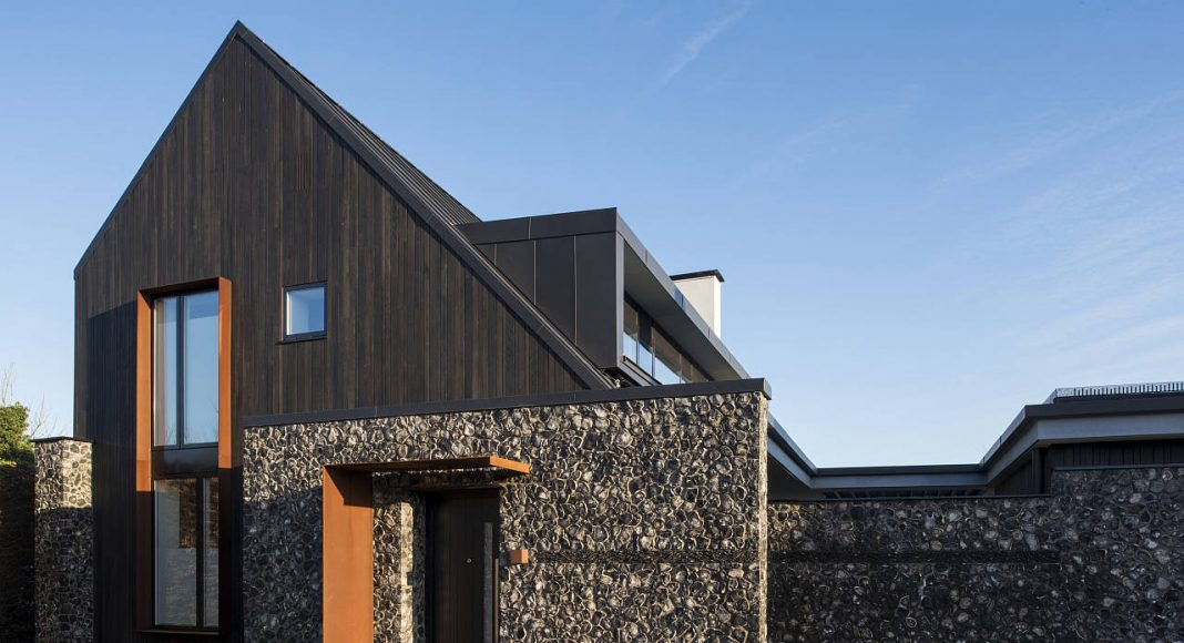 House 19 by Jestico + Whiles in Old Amersham, Buckinghamshire, England : Photo credit © Grant Smith