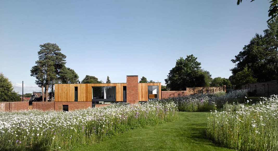 The Cheeran House by John Pardey Architects in Reading, Berkshire, England : Photo credit © James Morris