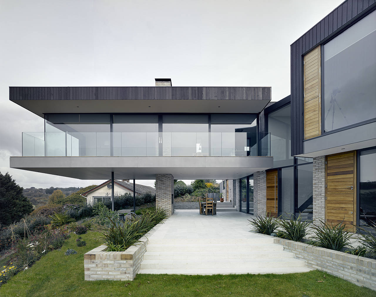 The Owers House by John Pardey Architects in Feock, Cornwall, England : Photo credit © James Morris