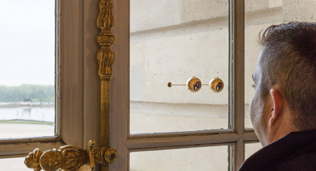 Olafur Eliasson. The gaze of Versailles, 2016. Glass sphere, gold, brass, in two parts, 4 x 11 x 12 cm, each sphere: 3.5cm. Palace of Versailles, 2016. Photo: Anders Sune Berg. Couresty of the artist; neugerriemschneider, Barlin; Tanya Bonakdar Gallery, New York © Olafur Eliasson