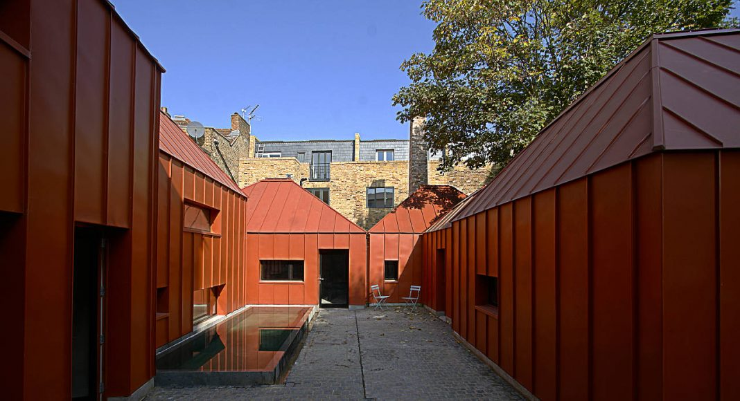 Tin House by Henning Stummel Architects in Shepherd's Bush, London, England : Photo credit © Luke Caulfield