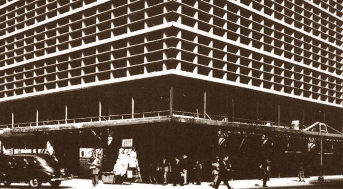 """Fotografía cartel: tomada del Libro """"La Arquitectura Mexicana del Siglo XX"""" - © Arq. José Villagrán, Estacionamiento Gante, 1951"""